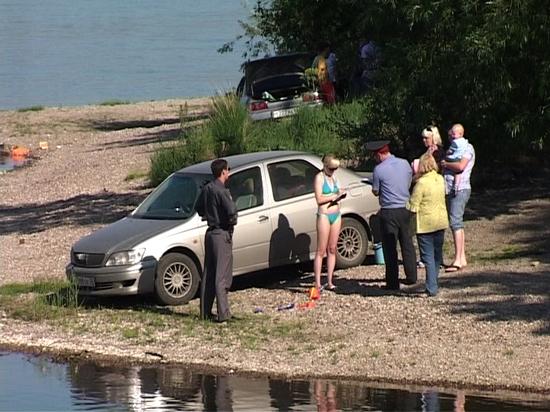 В Костроме оштрафовали водителя на 100 тысяч рублей за стоянку машины на берегу Волги
