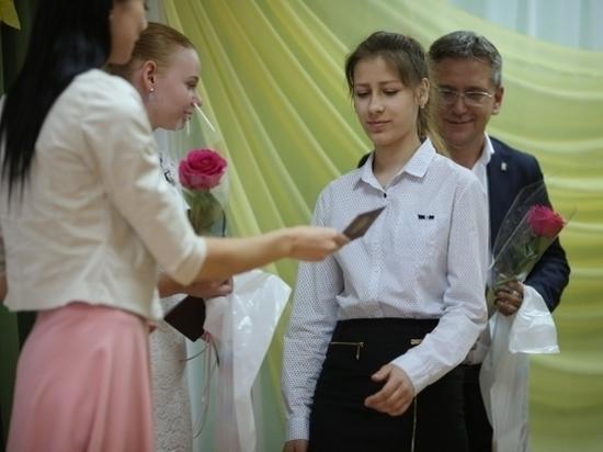 В Волжском воспитанникам детского дома вручили паспорта
