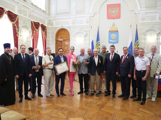 Шесть астраханцев получили президентские награды