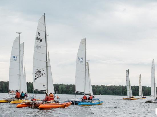 В Тверской области более 100 яхт подняли паруса на Иваньковском водохранилище