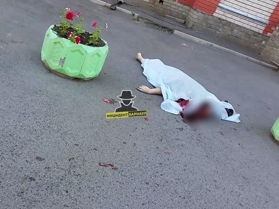 В Барнауле погиб мужчина после падения с многоэтажного дома