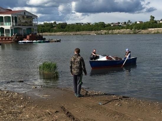 В Набережных Челнах иномарка утонула в реке Мелекеске