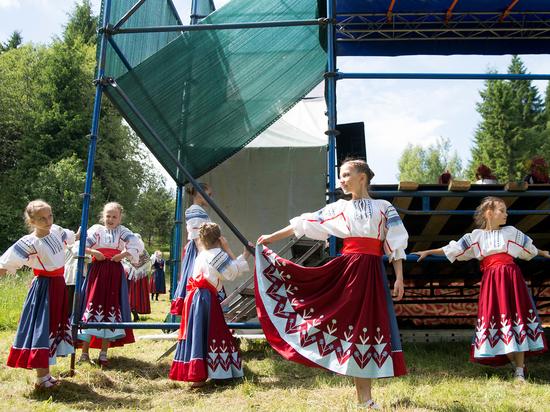 Троицкие гуляния в Тверской области собрали более 10 тысяч человек