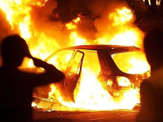 В Оренбурге на улице Базовой сгорел автомобиль