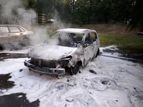 Две машины сгорели ночью в Туле по неизвестной причине