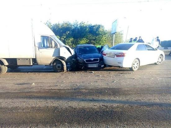 В Ульяновске столкнулись две иномарки и «Газель»