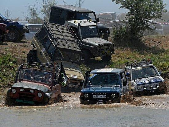 В Астраханской области провели экстремальную гонку на джипах