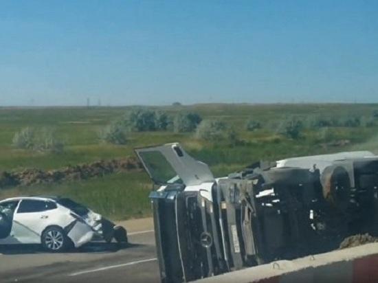 Перевернулся грузовик, смято две «легковушки»: очевидцы о ДПТ под Керчью
