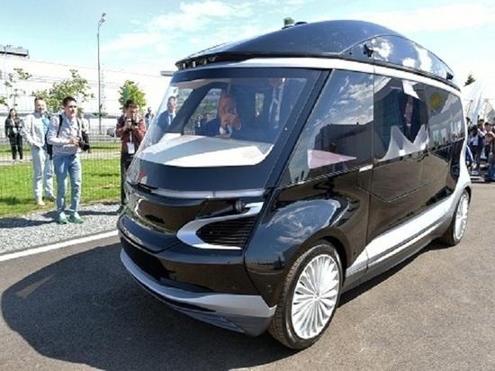 Президент Татарстана проехал на беспилотном автобусе в Казани