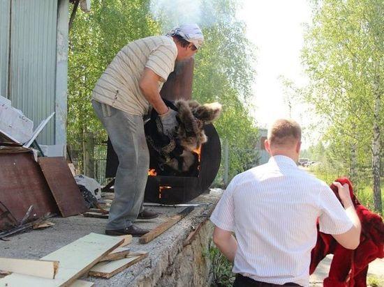 Кузбасские приставы сожгли более полусотни дорогих шуб