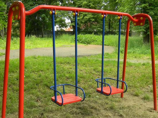 В Илекском районе детские площадки не прошли проверку