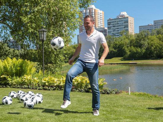 Чекань мяч вместе с Александром Кержаковым