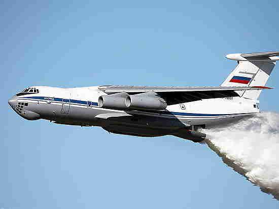 Грехи смыло: Ил-76 сбросил 40 тонн воды на сотрудников ДПС