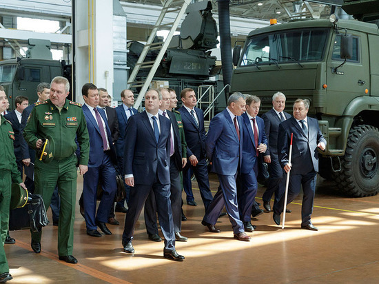 Заместитель председателя Правительства РФ Юрий Борисов инспектирует тульскую оборонку