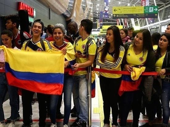 Болельщики из Колумбии встретили свою сборную в аэропорту Казани