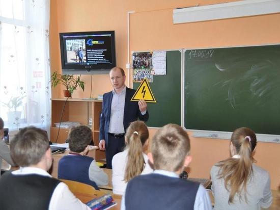 «Кировэнерго» призывает родителей научить детей правильному поведению вблизи объектов энергетики