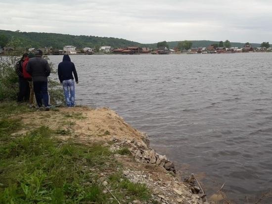 В Татарстане автомобиль с 5-летним мальчиком скатился в реку