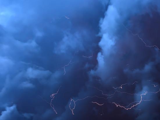Град и грозы: в Алтайском крае передано штормовое предупреждение