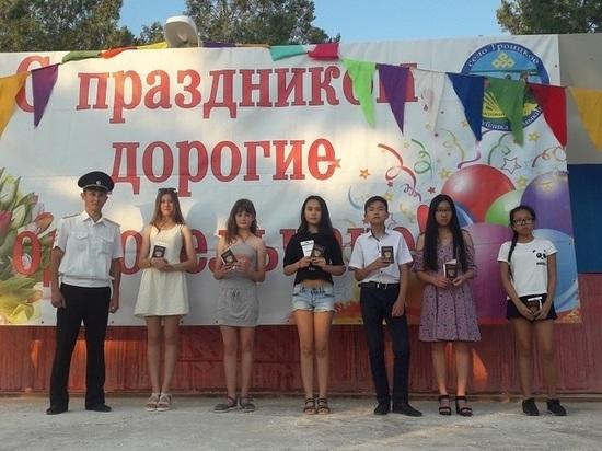 В Целинном районе Калмыкии школьникам вручили паспорта