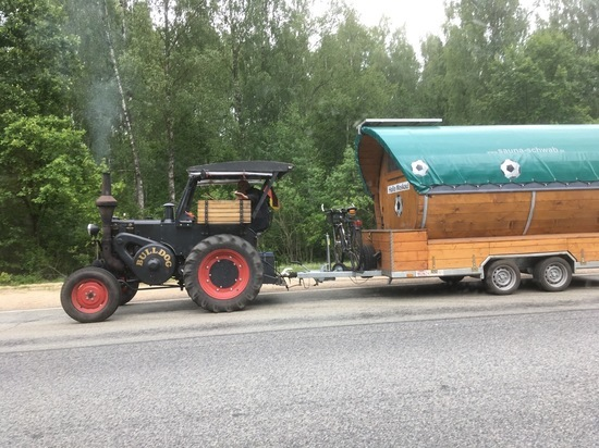 Удивившего калужан своим ретро-трактором немца могут не пустить в Москву на ЧМ