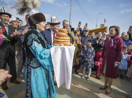 Сургутский фестиваль «Соцветие» посетила Наталья Комарова