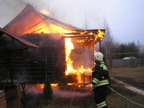 В Ульяновске горел садовый домик, один человек пострадал
