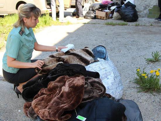 Томские приставы сожгли 50 дорогих шуб и дубленок