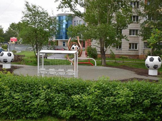 В Барнауле открыли зеленый уголок с вазонами в футбольном стиле