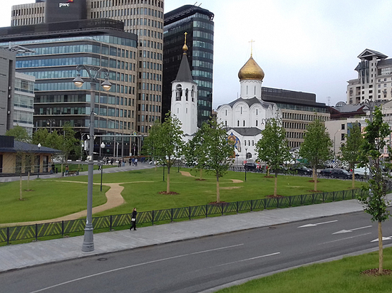 Как изменилась площадь Белорусского вокзала: трамваи, рестораны и простор