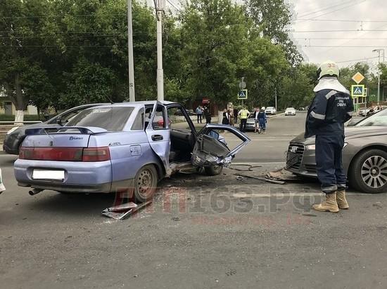 На улице Ново-Садовой в Самаре в результате ДТП женщину зажало в автомобиле