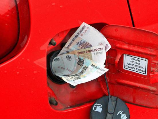 Свыше 2-х тысяч жителей регионов России пожаловались в ОНФ на дорогой бензин