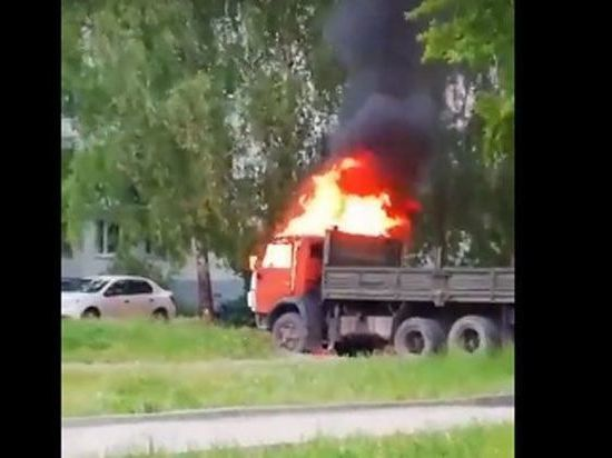 В Ульяновске на улице Варейкиса горел «КАМАЗ»