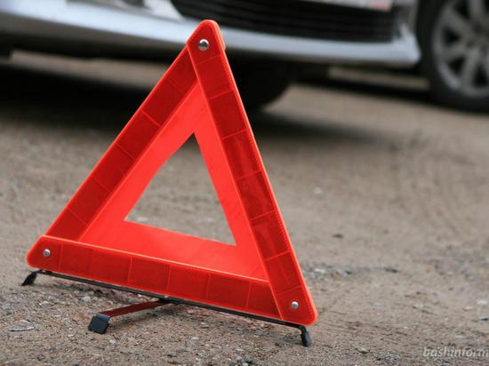 Соцсети: на Салмышской три машины запутались на пересечении дорог, одна перевернулась