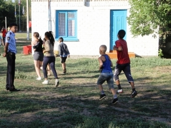 В Калмыкии летний отдых детей находится под охраной 100 полицейских