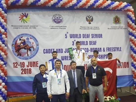 Астраханец победил на первенстве мира по греко-римской борьбе