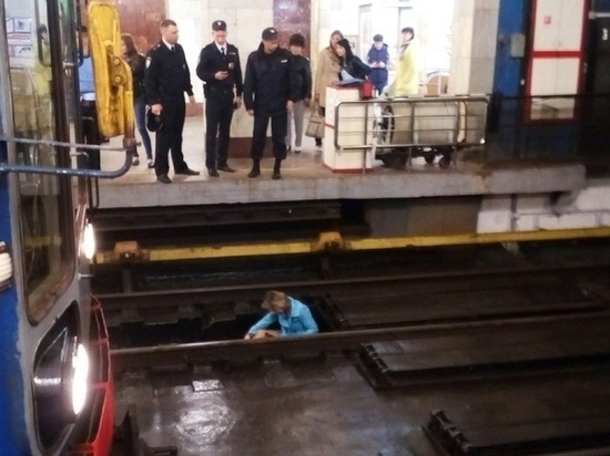 Женщина упала с платформы станции метро «Московская» в Нижнем Новгороде