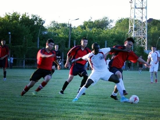 В Калмыкии узнали, кто лучше играет в футбол