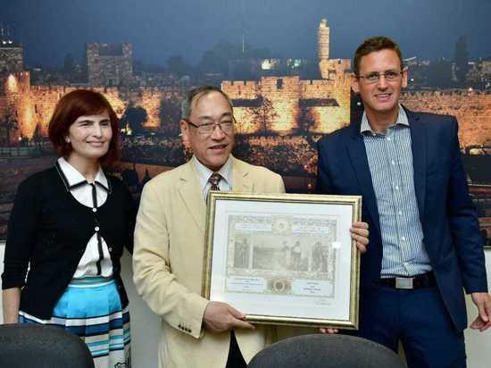 Имя японского генерала занесено в Книгу почета Еврейского Национального Фонда