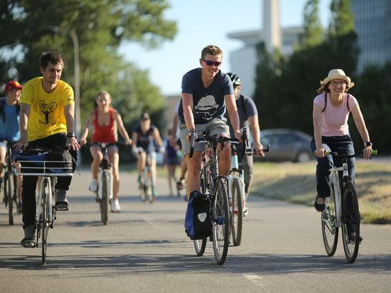Настоящий болельщик: англичанин уволился и приехал в Волгоград на велосипеде