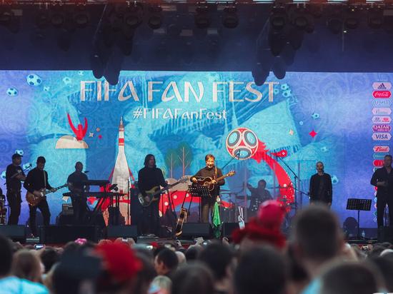 На открытии Фестиваля болельщиков ЧМ-2018 в Самаре группа «ДДТ» исполнила новую песню