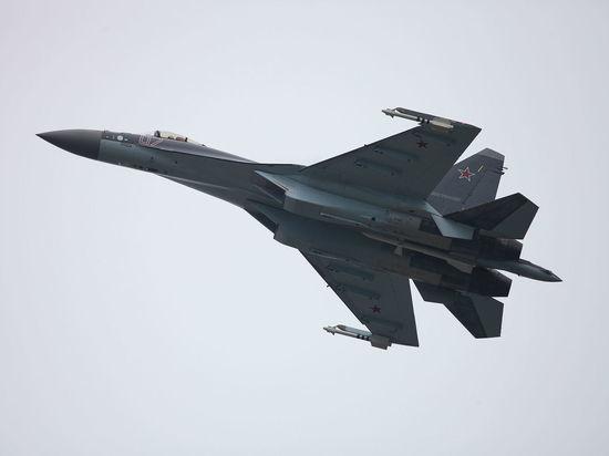 Американцы рассказали, как Су-35 может сбить F-22