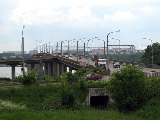 Правоповоротный съезд на мосту через Волгу закроют с воскресенья