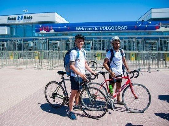 Двое британских болельщиков доехали до Волгограда на велосипедах