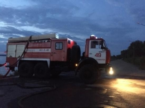 Жаркая ночь вОсташкове: сгорели 8 домов, еще 70 удалось спасти
