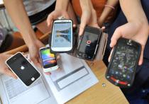 В саратовских школах могут запретить смартфоны