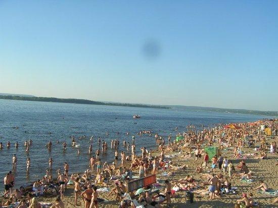 В Самаре открылся пляж возле «Ладьи»