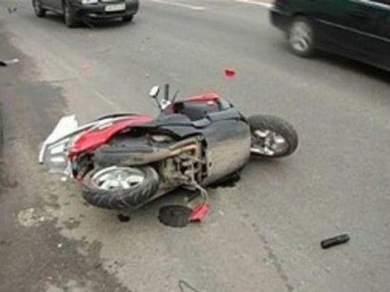 В Ульяновске на проспекте Нариманова столкнулись скутер и иномарка