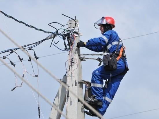 На ликвидацию последствий грозового фронта в Костромской области вышли энергетики и спасатели