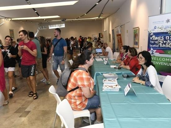 В Тель-Авиве прошла молодежная ярмарка «Празднуем репатриацию и начало лета»
