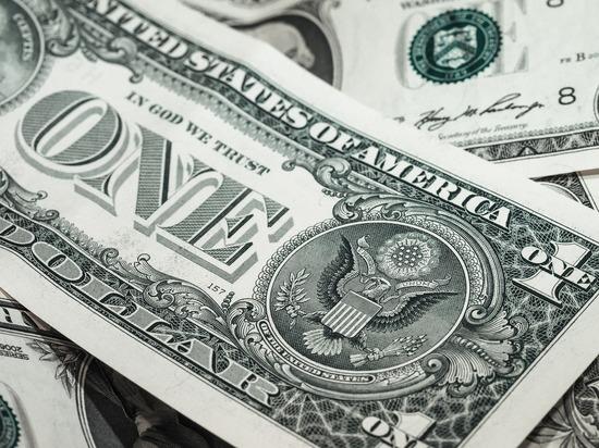 """""""Честный курс"""": в """"Шереметьево"""" доллары иностранцев покупают по 50 рублей"""